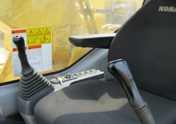 Кабина управления экскаватора PC300-7